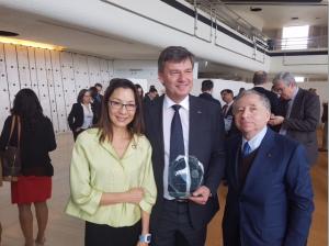 slika_minister-prevzem-nagrade