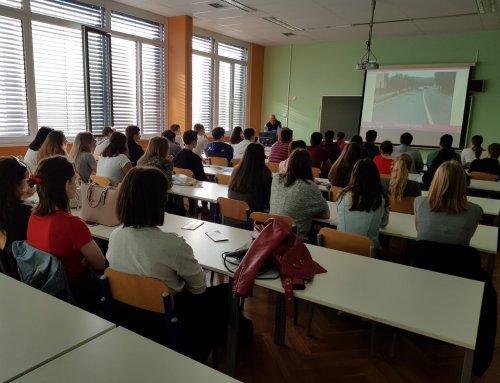 Z delavnicami Vozimo pametno AVP obiskala Šolski center Postojna