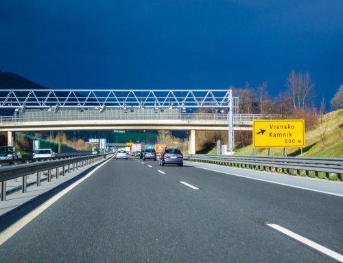Prazne ceste ne smejo biti poligon za preizkus hitrostnih pospeškov