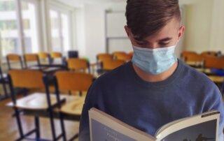 Podaljšanje ukrepov za zajezitev epidemije, prepoved izobraževanj AVP