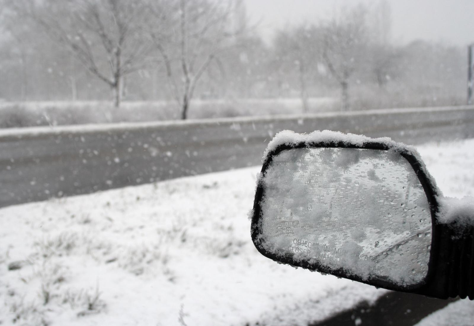 Previdno, zimske razmere se nadaljujejo