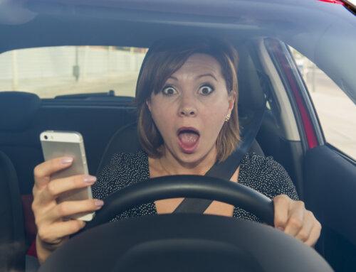 V le 4 urah v 11 mestnih občinah skoraj 1.500 voznikov uporabljalo mobilni telefon med vožnjo