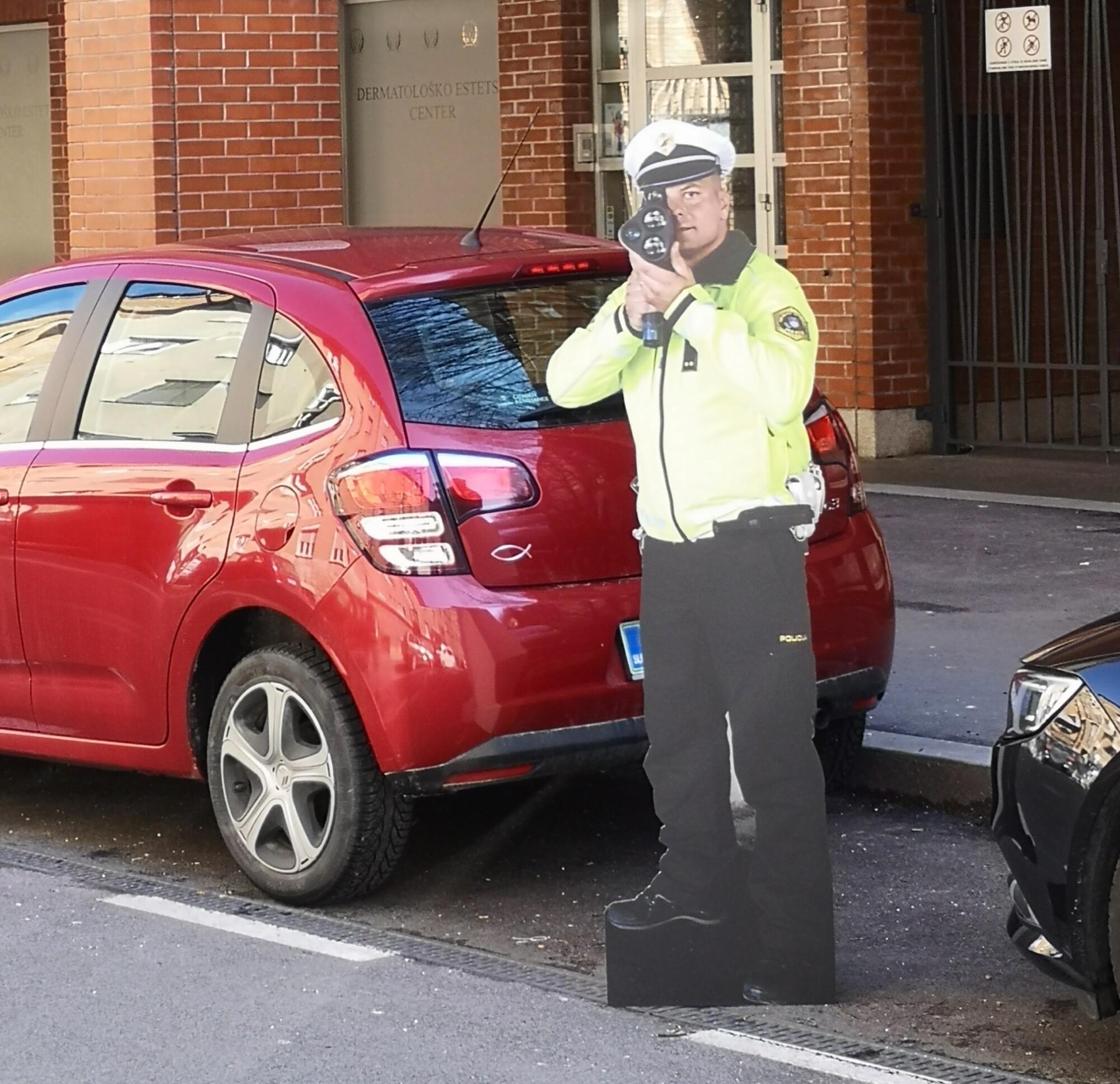 Postavitev silhuete na cesti